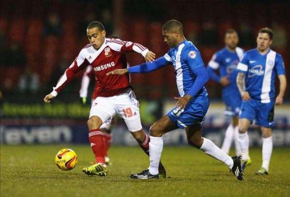 Swindon's Louis Thompson suffers knee injury