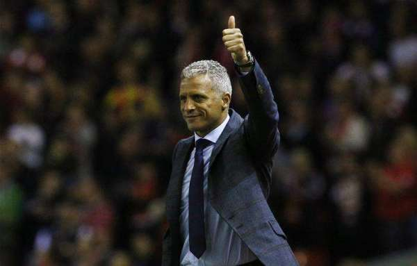 Keith Curle extends contract at Carlisle until 2018