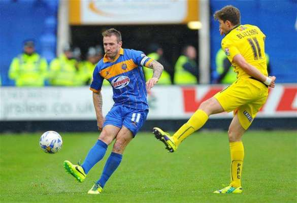 Bristol Rovers sign Liam Lawrence