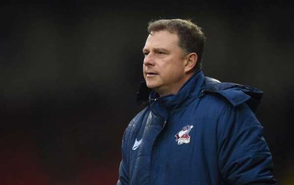 Coventry re-appoint Mark Robins as manager