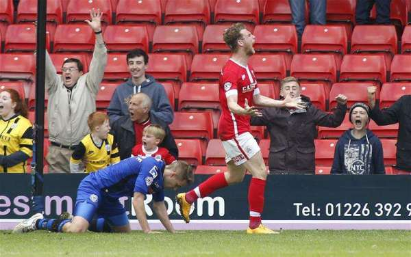 Lee Johnson and Sam Winnall pick up League One monthly awards