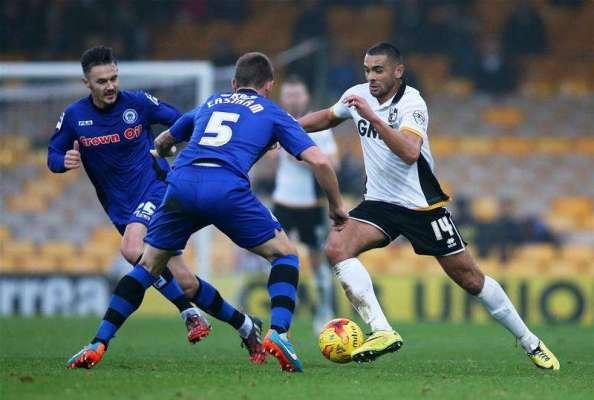 Mansfield sign Colin Daniel on loan