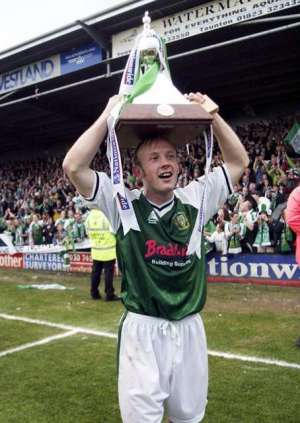 Football - Nationwide Conference , Yeovil Town v Chester City - 26/4/03 Darren Way of Yeovil celebrates with the  trophy Mandatory Credit: Action Images / Danny Martindale Livepic