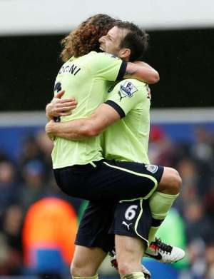 Give me a hug: Williamson celebrates with Coloccini (Photo by Action Images / John Sibley)