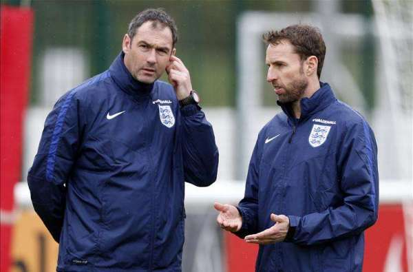 Southgate offers Clement Swiss role