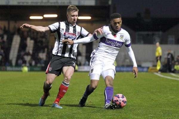 Oldham sign Tareiq Holmes-Dennis on loan