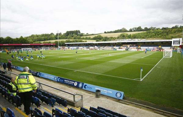 Wycombe bring in Rowan Liburd on loan from Reading
