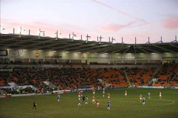 Luke Higham signs new Blackpool deal