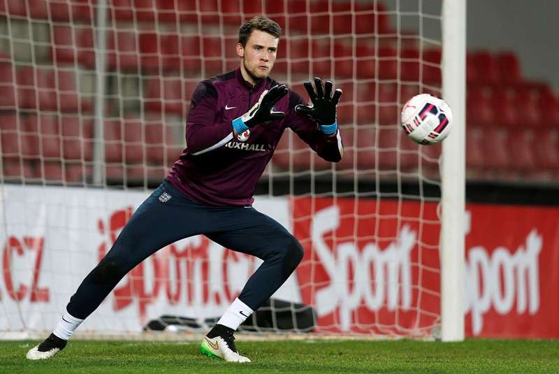 Three Lions: Bettinelli warms up prior to England U21s v Czech Republic (Photo by Action Images / Peter Cziborra)