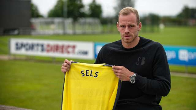 Sels signs for Toon