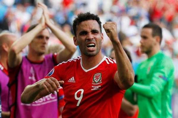 Saunders heaps praise on ex-Royal Robson-Kanu for Euros displays