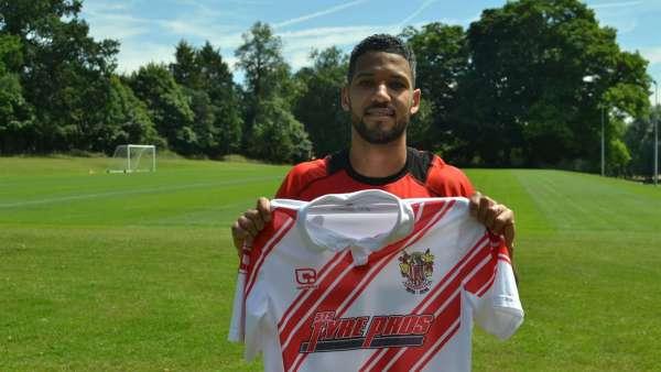 Winger McAnuff signs for Stevenage