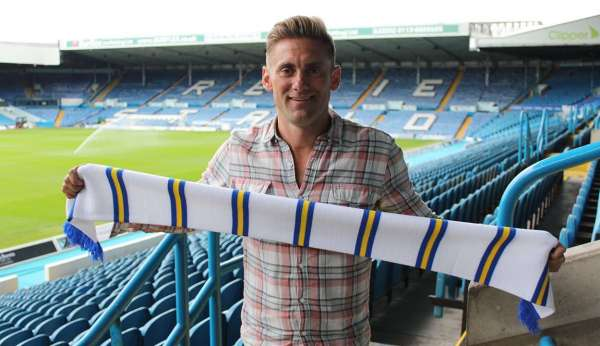 Leeds sign Rob Green