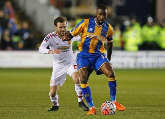 Abu Ogogo signs Shrewsbury contract extension