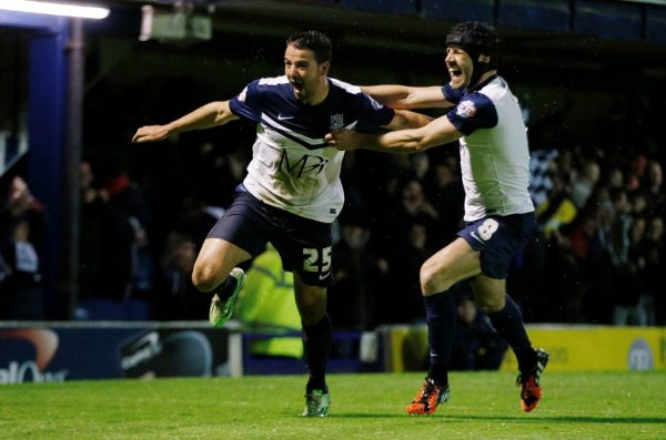 Southend midfielder Stephen McLaughlin signs new contract