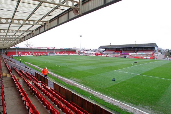 Cheltenham Town complete signing of non-league star Eisa
