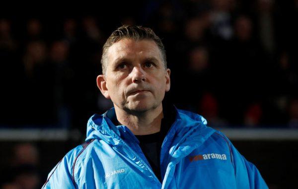 Macclesfield boss Askey new favourite for Valiants job