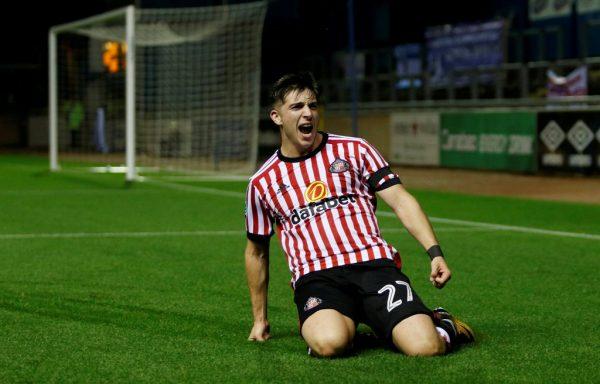 Grayson tells Sunderland star Gooch to resist Premier League offers