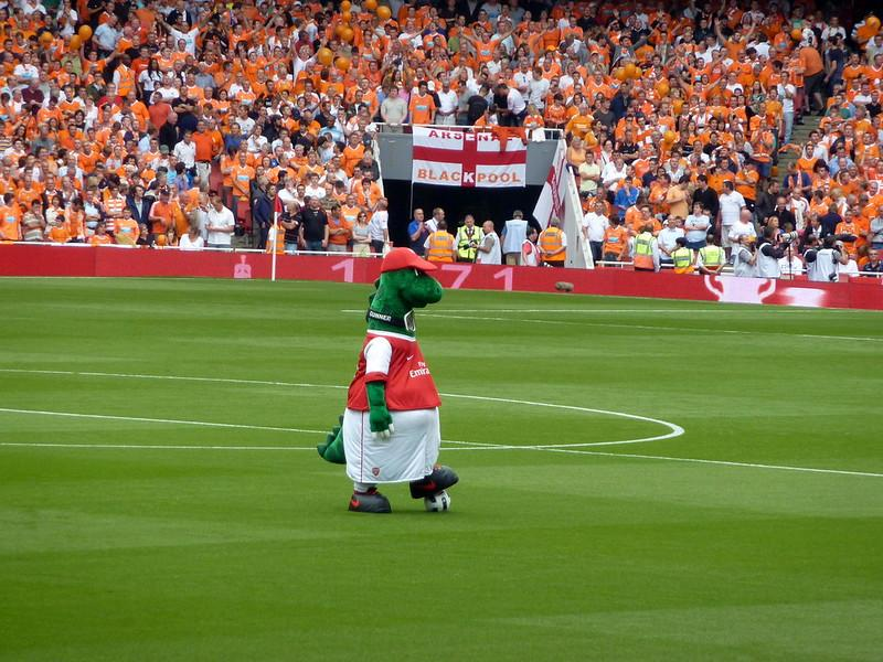 Departure of Gunnersaurus Draws Worldwide Attention
